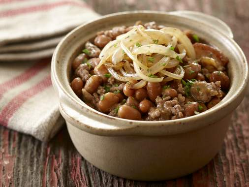 Baked beans and beef with sautéed onions