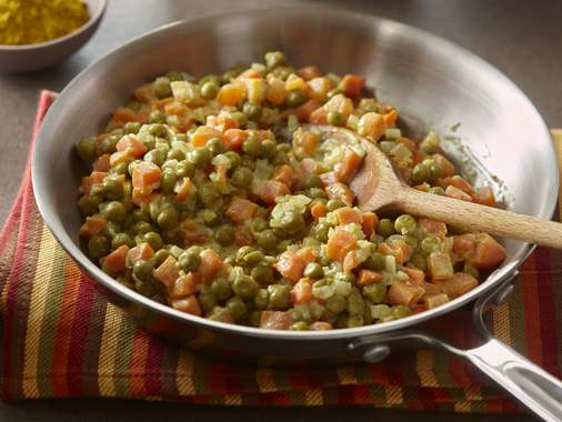 Curry with peas and carrots